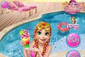 Anna: Pool Party
