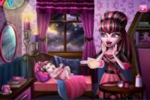 Draculaura de Monster High y su bebé ¡decora su habitación!