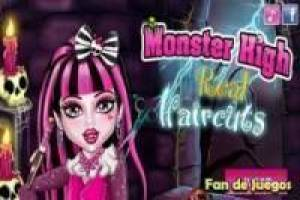 Monster high: draculaura at the hairdresser