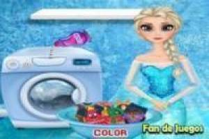 Free Frozen, Elsa washes clothes Game