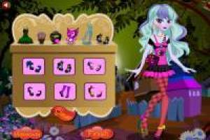 Dress up Twyla from Monster High