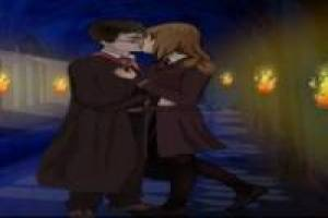 Harry Potter besando a Hermione